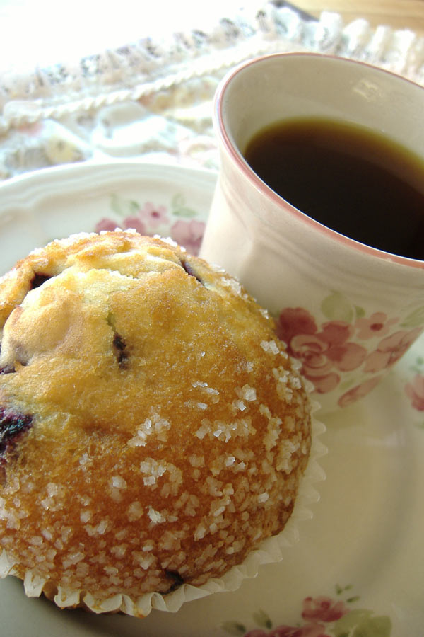 Blue_muffin_and_coffee