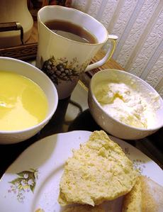 Lemon_scones_cream_tea