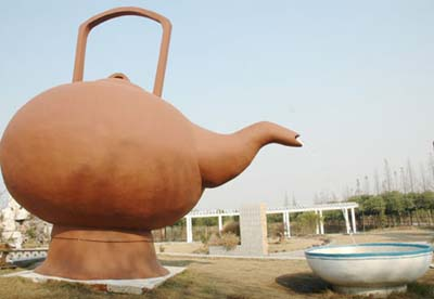 Chinas_big_tea_pot2
