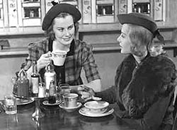 Ladies_having_coffee